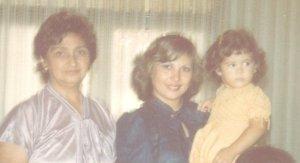3 generaciones: mi abue, mi mamá y yo